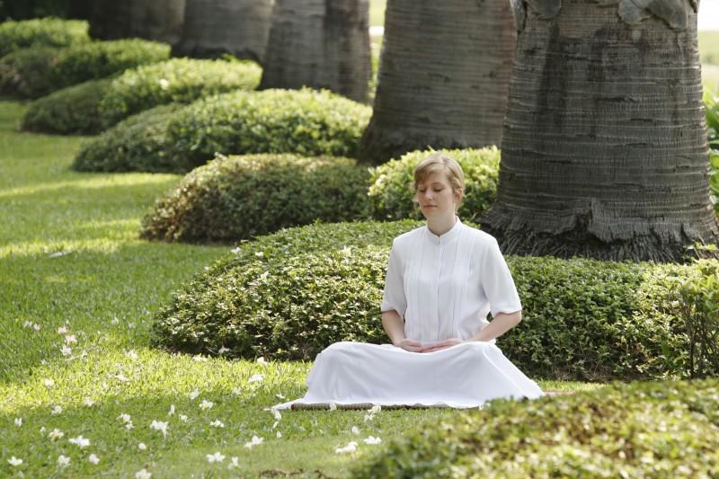 girl-woman-lawn-flower-green-peace-1332200-pxhere-com-2436875