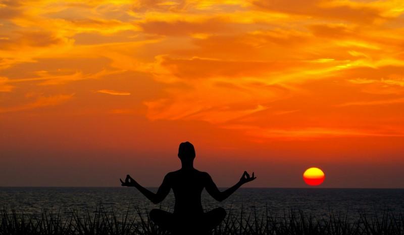 meditating-sunset-meditation-yoga-nature-peace-1436281-pxhere.com